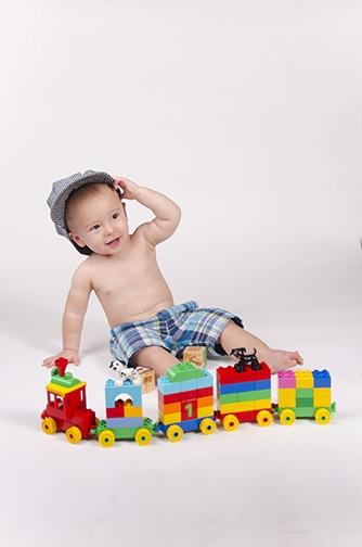 Chandler-Baby-Portrait-Photographer-Documents-First-Birthday-Smash-Cake-2