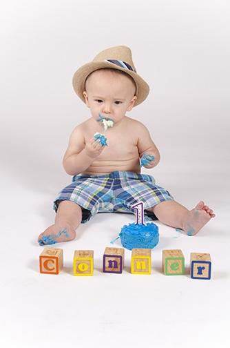 Chandler-Baby-Portrait-Photographer-Documents-First-Birthday-Smash-Cake-6